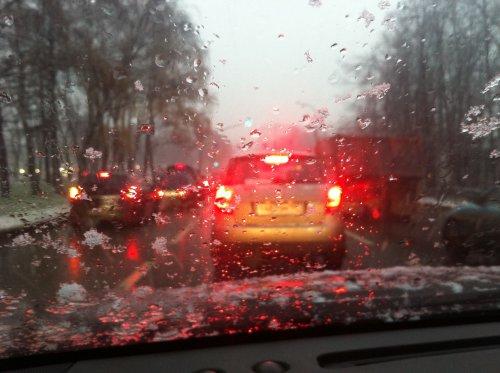 Снег пришел. В Москву. Внезапно.